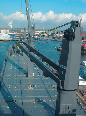 containership-mounted-with-deck-crane